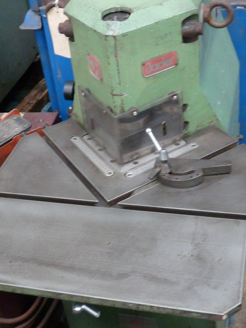Rainer 150 x 3mm Pneumatic Corner Notcher
