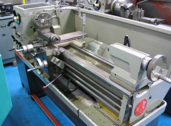 """Colchester Student 1800 40"""" Straight Bed Centre Lathe"""